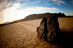 mooving-stones-in-death-valley